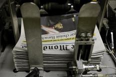 """<p>Il quotidiano francese """"Le Monde"""". REUTERS/Benoit Tessier</p>"""
