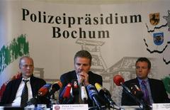 <p>La conferenza stampa della polizia di Bochum sugli arresti in seguito all'indagine sulle partite di calcio truccate. REUTERS/Ina Fasbender</p>