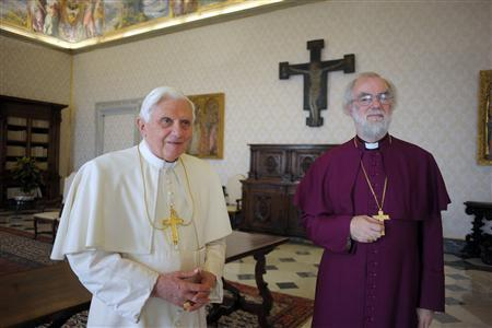 Pope Benedict XVI (L) poses with Archbishop of Canterbury Rowan Williams during a private meeting at the Vatican November 21, 2009. REUTERS/Osservatore Romano