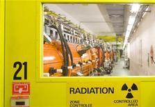 <p>Il più grande acceleratore del mondo, col quale stanno lavorando gli scienziati del Cern. REUTERS/Denis Balibouse</p>