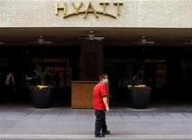<p>A doorman stands outside the Hyatt Hotel in Phoenix, Arizona November 4, 2009. REUTERS/Joshua Lott</p>