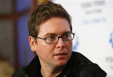 """<p>Biz Stone, co-fondateur de Twitter. Le site de """"microblogging"""" veut continuer à faire des acquisitions à mesure qu'il continue à gagner en popularité, et annonce qu'il """"commencera à gagner de l'argent"""" en 2010. /Photo prise le 24 novembre 2009/REUTERS/Gil Cohen Magen</p>"""