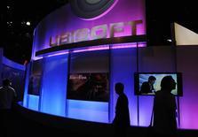 """<p>Ubisoft a vendu 1,6 million d'unités de son jeu vedette """"Assassin's Creed 2"""". En Bourse, des craintes sur les performances commerciales du jeu ont pesé sur le titre lundi et mardi. /Photo prise le 2 juin 2009/REUTERS/Phil McCarten</p>"""