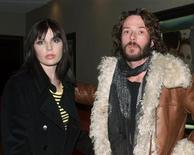 "<p>Musician Scott Weiland (R) of ""The Stone Temple Pilots"" and wife, model Mary Forsberg, arrive as guests for the premiere ""Sweet November"" on February 12, 2001 in Los Angeles. REUTERS/Fred Prouser/Files</p>"