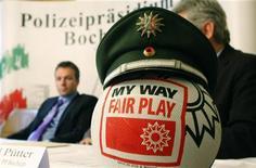 <p>La conferenza stampa della polizia di Bochum per lo scandalo delle partite europee truccate. REUTERS/Ina Fasbender</p>
