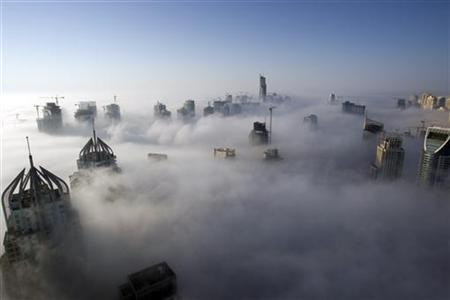 Heavy fog rolls by early in the morning near the Dubai Marina November 21, 2007. REUTERS/Steve Crisp