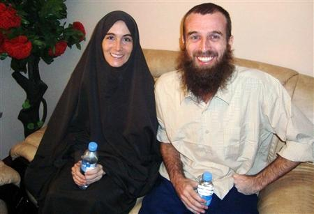 Freed hostages, Amanda Lindhout, a Canadian freelance reporter, and Nigel Brennan, a freelance Australian photojournalist smile to photographers in Somalia's capital Mogadishu, November 26, 2009. REUTERS/Stringer