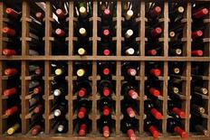 <p>French wines are displayed on sale at Union Square Wines in New York November 16, 2009. REUTERS/Mike Segar</p>
