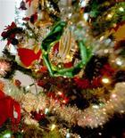 <p>Faute de plaire à leurs destinataires, plus de 825.000 cadeaux de Noël iront directement à la poubelle après les fêtes, selon un sondage en Australie. /Photo d'archives/REUTERS</p>