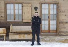 <p>A private security guard secures access to Oscar-winning film director Roman Polanski's chalet 'Milky Way' in the Swiss mountain resort of Gstaad December 4, 2009. REUTERS/Christian Hartmann</p>