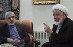 <p>Iranian opposition leader Mirhossein Mousavi (L) meets with pro-reform cleric Mehdi Karoubi in Tehran October 12, 2009. REUTERS/Stringer</p>