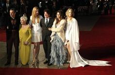 "<p>(L-R) Daniel Day-Lewis, Judi Dench, Nicole Kidman, director Rob Marshall, Penelope Cruz and Kate Hudson arrive for the world premiere of ""Nine"" at Leicester Square in London December 3, 2009. REUTERS/Kevin Coombs</p>"