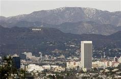 <p>L'insegna di Hollywood domina Los Angeles. REUTERS/Danny Moloshok (UNITED STATES)</p>