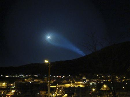 A strange light phenomenon is sighted in the night sky above parts of northern Norway, early December 9, 2009. Russia's new submarine-based intercontinental missile suffered the latest in a series of test failures, newspapers reported on Thursday, as unusual lights were spotted in Norway across the border from the launch site. REUTERS/Anita Olsen/Scanpix Norway