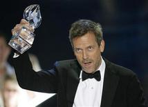 <p>British actor Hugh Laurie accepts the award for Favorite Male TV Star at the 35th annual People's Choice awards in Los Angeles January 7, 2009. REUTERS/Danny Moloshok</p>