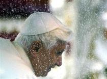<p>Papa Benedetto XVI in una foto d'archivio. REUTERS/Stefano Rellandini (ITALY RELIGION)</p>