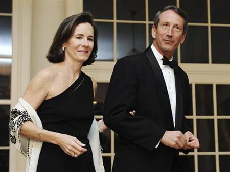 South Carolina Governor Mark Sanford arrives with his wife Jenny at a White House dinner held by U.S. President Barack Obama for the National Governors Association in Washington, in this file photo taken February 22, 2009. REUTERS/Jonathan Ernst