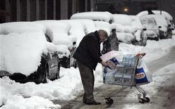 <p>Immagine d'archivio della nevicata a Milano del gennaio scorso. REUTERS/Stefano Rellandini (ITALY)</p>