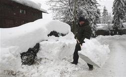 <p>Un'immagine di repertorio di una nevicata a Cortina d'Ampezzo. REUTERS/Stefano Rellandini</p>