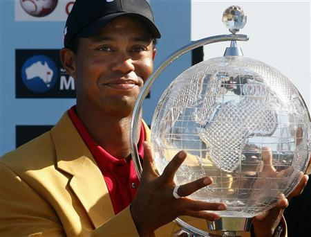 Tiger Woods of the U.S. holds the trophy after winning the Australian Masters golf tournament in Melbourne November 15, 2009 REUTERS/Mick Tsikas