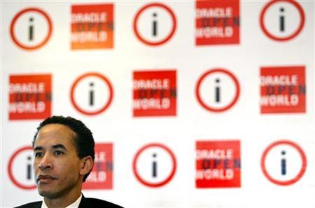 Oracle President Charles Phillips speaks during a news conference in Mumbai January 10, 2006. REUTERS/Punit Paranjpe