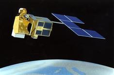 """<p>Vue d'artiste du satellite """"Helios II"""". Le lancement par Ariane du satellite militaire français Helios 2B, annulé la semaine dernière, est programmé jeudi au centre spatial guyanais de Kourou. /Photo d'archives/REUTERS</p>"""