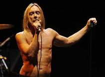 <p>Member of the rock band of the Stooges Iggy Pop performs at the Musicares MAP Fund benefit concert in Los Angeles May 8, 2009. Musicares assists the music community with addiction recovery. REUTERS/Fred Prouser</p>