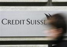 <p>A woman walks past a branch of a Credit Suisse bank in Zurich February 9, 2009. REUTERS/Christian Hartmann</p>