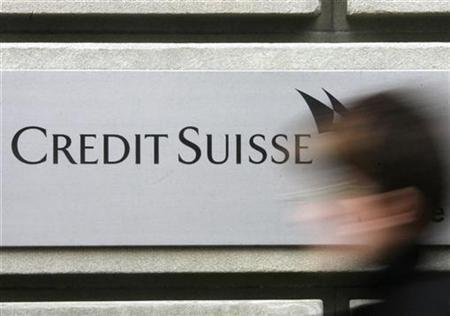 A woman walks past a branch of a Credit Suisse bank in Zurich February 9, 2009. REUTERS/Christian Hartmann