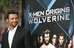 """<p>Foto de archivo del actor Hugh Jackman durante la proyección previa del filme """"X-Men Origins: Wolverine"""" en Hollywood, mayo 1 2009. Agentes del FBI arrestaron el miércoles a un neoyorquino y lo acusaron de subir a internet una copia de la película """"X-Men Origins: Wolverine"""" antes de su estreno en los cines en mayo, dijo una portavoz del FBI. REUTERS/Mario Anzuoni/Files</p>"""