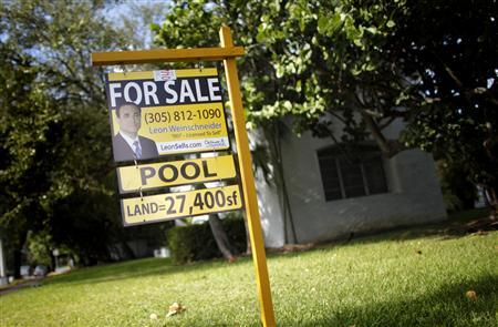 A for sale sign sits outside a house in Miami Beach October 22, 2009. REUTERS/Carlos Barria