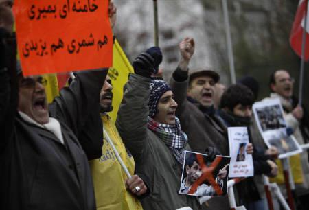Protesters shout slogans in front of the Iranian Embassy in Berlin December 28, 2009, to support Iranian opposition. Iran arrested at least 10 leading opposition figures, a day after eight people were killed in anti-government protests that erupted during a Shi'ite Muslim religious festival, an opposition website said. REUTERS/Pawel Kopczynski