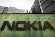 <p>Foto de archivo del centro de Desarrollo e Investigación de Nokia en Helsinki, abr 11 2008. Nokia, el mayor fabricante de móviles del mundo, lanzó el martes un nuevo ataque contra Apple por patentes, en una escalada de la batalla por el control del mercado de celulares inteligentes. REUTERS/Bob Strong</p>