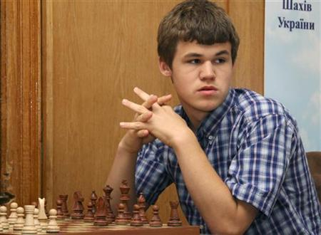 Norwegian chess Grandmaster and chess prodigy Magnus Carlsen takes part in the Aerosvit 2008 International Chess Tournament in the Black Sea resort of Foros in southern Ukraine, June 17, 2008. REUTERS/Stringer
