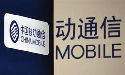 <p>Foto de archivo de los logos de China Mobile en una tienda de Hong Kong, mar 19 2009. China Mobile dijo el miércoles que está avanzando a tiempo con un plan para cotizar en China continental, después que algunos medios informaran que una investigación sobre uno de sus ejecutivos más importantes podría demorar su salida a la bolsa. REUTERS/Bobby Yip</p>