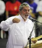 <p>Foto de archivo del presidente brasileño, Luiz Inácio Lula da Silva, durante un discurso navideño en Sao Paulo, dic 23 2009. Parado en forma desafiante frente a su madre, el delgado muchacho ordena a su borracho padre que deje de golpearla. REUTERS/Paulo Whitaker</p>