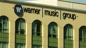 <p>La sede della Warner Music Group a Burbank, California. REUTERS/Fred Prouser</p>