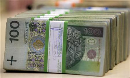 Polish currency is seen at PKO SA Bank in Warsaw July 21, 2009. REUTERS/Peter Andrews