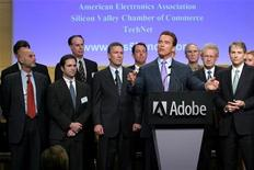 <p>Arnold Schwarzenegger, governatore della California, in un suo discorso nel quartier generale di Adobe Systems. Foto d'archivio. REUTERS/Ho New</p>