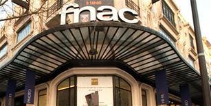 <p>Plusieurs distributeurs français de produits culturels, dont la Fnac et Virgin Megastore, appellent les éditeurs et le gouvernement à favoriser la création d'une nouvelle plate-forme de téléchargement de livres électroniques pour contrer les initiatives des américains Amazon, Google et Apple dans ce domaine. /Photo d'archives/REUTERS</p>