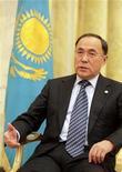 <p>Министр иностранных дел Казахстана Канат Саудабаев во время интервью Рейтер в Вене 13 января 2010 года. Низкие темпы построения демократии в Казахстане тревожат Запад, но вполне устраивают Астану, сказал министр иностранных дел страны, ставшей в этом году очередным председателем Организации по безопасности и сотрудничеству в Европе. REUTERS/Herwig Prammer</p>