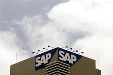 <p>SAP affiche des résultats préliminaires 2009 supérieurs à ses propres attentes et à celles des analystes financiers, ce qui se traduit par une forte hausse de l'action du fabricant allemand de logiciels d'entreprise. /Photo d'archives/REUTERS/Punit Paranjpe</p>