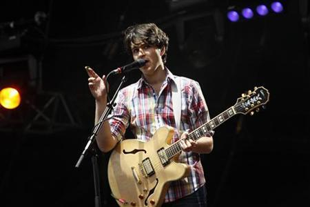 Singer Ezra Koenig of Vampire Weekend performs at the Rock-en-Seine Festival in Saint-Cloud, near Paris, August 28, 2009. REUTERS/Benoit Tessier
