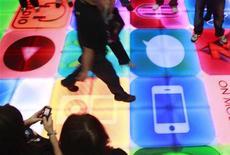 <p>Le groupe BACH Technology s'apprête à lancer un nouveau format de fichier numérique musical qui pourrait succéder au MP3 et contiendrait des données supplémentaires telles que les paroles, des informations, ou des images. /Photo d'archives/REUTERS/Tim Chong</p>