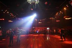 <p>A general view shows the rink as visitors skate during a night out at the Xinxiang roller skating rink in Shanghai January 19, 2010. REUTERS/Nir Elias</p>