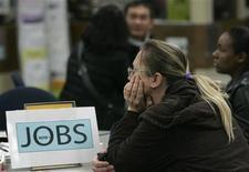 <p>San Francisco. Attesa per un seminario organizzato per disoccupati in cerca di lavoro. Foto d'archivio. REUTERS/Robert Galbraith</p>