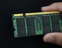 <p>Microprocessore in una foto d'archivio. REUTERS/Nicky Loh</p>