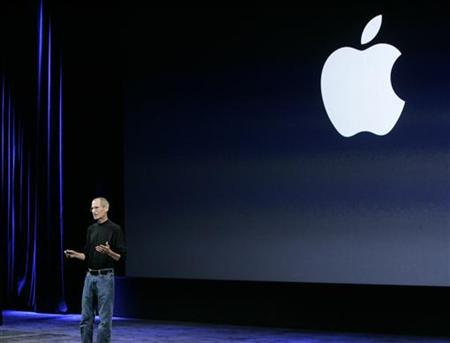 Apple's Steve Jobs takes the stage at a special event in San Francisco, September 9, 2009. REUTERS/Robert Galbraith