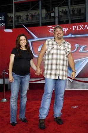 Larry the Cable Guy arrives with his wife Cara at the world premiere of Disney Pixar's computer animated film 'Cars' at the Lowe's Motor Speedway in Charlotte, North Carolina, May 26, 2006. REUTERS/Davis Turner