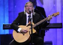 <p>Joe Walsh performs with the Eagles at the 16th annual Race to Erase MS in Los Angeles May 8, 2009. REUTERS/Phil McCarten</p>